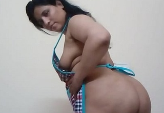 Neelamkhan indian bhabhi in apron showing her desi arab ass