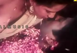 Mallu Reshma Aunty Nipple and lips Sucking..you will CUM