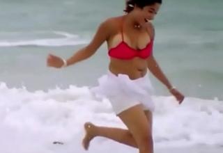 Kiran rathod juggling boob screw-up from bikini