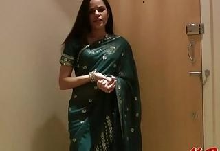 Pretty Girl Jasmine in Sari strips to pretence us