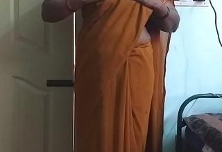 desi  indian horny tamil telugu kannada malayalam hindi beamy White Chief wife wearing saree vanitha showing beamy bosom and hairless wet crack press hard bosom press gnaw rubbing wet crack masturbation